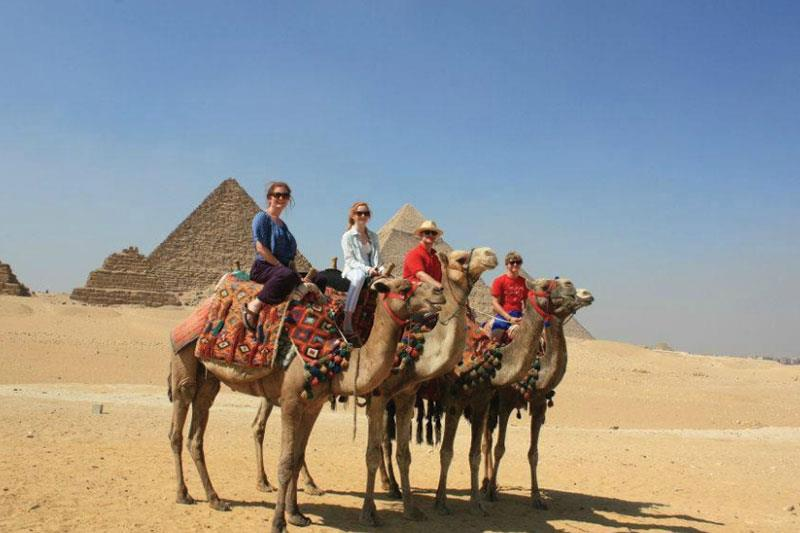 explore the great pyramids ,sakkara step Pyramid ,red pyramid,Dahshour Pyramids,Giza Pyramid ,Sphinx