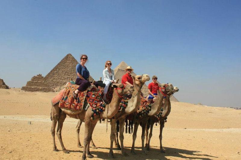 explore the great pyramids ,sakkara step Pyramid ,red pyramid,Dahshour Pyramids,Giza Pyramid ,Sphinx